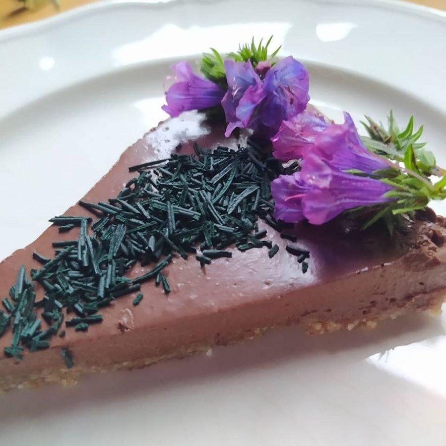 Tarta de chocolate negro con KORU Espirulina